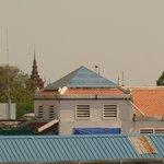 Из окна номера видны шпили музея и королевского дворца