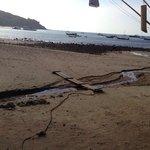 Scarico delle fogne davanti alla spiaggia dell albergo!!!