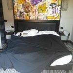 Кровать в номере (504)