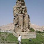 одна из статуй Мемнона