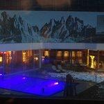 Bellissimi giochi di luce in piscina