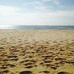 Der Strand morgens um 8 Uhr ... Das Wasser ist ruhig und die Sonne nicht zu heiß