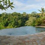 The swiming pool & view