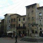 Piazza della Cisterna a San Gimignano