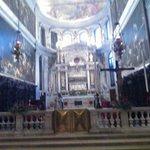 Altare maggiore, piccolo ma maestoso