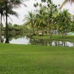En af søerne på hotelområdet
