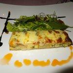 vegetable Quiche, dry tomato, mixed salad, mozarella