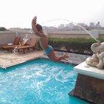 Junior se la spassa sui tetti di Bangkok!!!