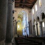 Duomo (Cefalu) ・・・整然とした堂内