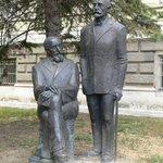 памятник братьям Шкорпил