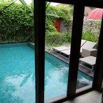 Der Pool zur Villa