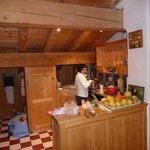 préparation du repas dans la cuisine