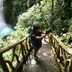 descenso hacia la catarata Rio Celeste