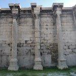 La biblioteca di Adriano, vicino alla stazione di Monastiraki