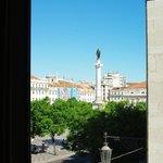 Вид из окна на площадь Россиу