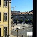 Вид из того же окна на площадь Фигейра