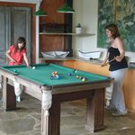 Buenisima la mesa de pool para días de lluvia