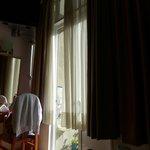 Комната вполне защищена от солнца в солнечный день