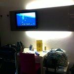 tv,parete fronte letto