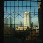 Cidade através hall do elevador panorâmico