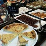 Buffet desserts: 3 fromages, tarte ananas, madeleines, meringues, verrines babas au rhum,verrine