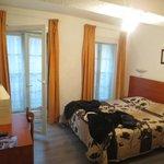 Room (1 bed, 1 bath)