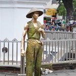 people who are dressed up such that they look like a statue. ....