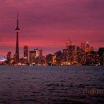the stunning Toronto skyline