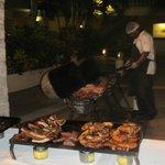 der Grillmeister beim Barbecue Abend