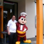 "Jollibee Welcomes Me to the New ""Jollibee Tropical """