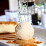 Vanilla & gingerbread cheesecake with orange and Cointreau ice cream