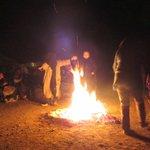 bailando alrededor el fuego