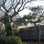 Shilla Hotel - statue in park