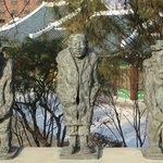 Shilla Hotel - statues in park