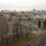Вид на Бол. Якиманку и памятник Г. Димитрову
