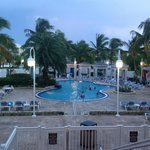 face a la terrasse la piscine