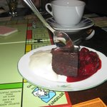 Chokladfondant med varm körsbärssås m ngn sort sprit