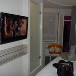 Télé et douche à côté