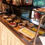 Café da manhã com opções típicas japonesas