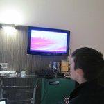 Televisor con diferentes servicios. Caja de  seguridad