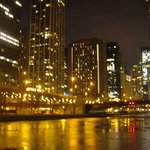 River Walk along the Chicago River enroute to Cite.