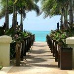 Regent Grand - Walkway to the Beach