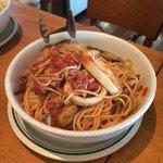 シーフードたっぷりのトマトソーススパゲティー
