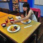島上的飲食,採用自助餐式,種類算齊全