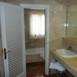 Santa Catalina room 322 bathroom