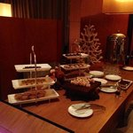 hotel lounge with complimentary Christmas snacks