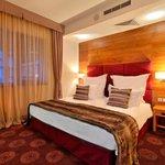 Alpine suite bedroom (87847279)