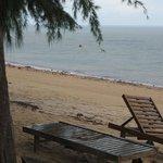 Stranden på förmiddagen när vattnet stod högt.. På eftermiddagen, kring kl 14:00, vart det ebb.