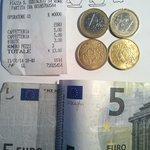 Il conto per due caffè e mezzo litro di acqua: 13 euro