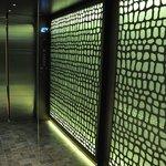 El ascensor es precioso por dentro..